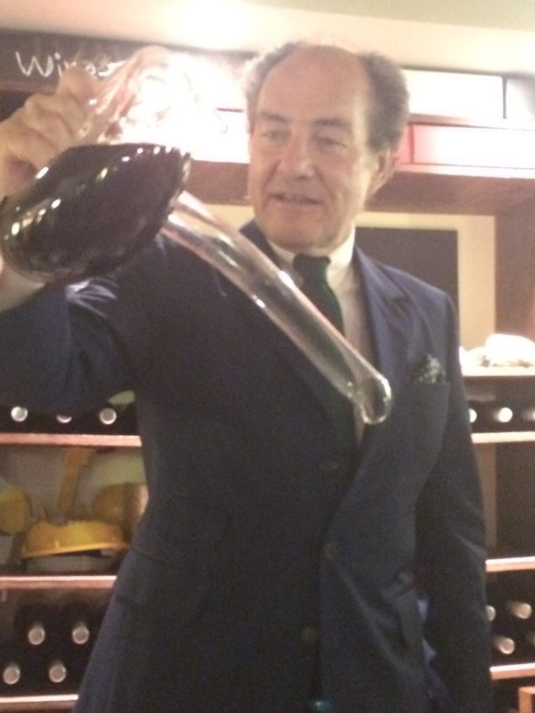 Picture of Georg Riedel demontrating the Evechen decanter