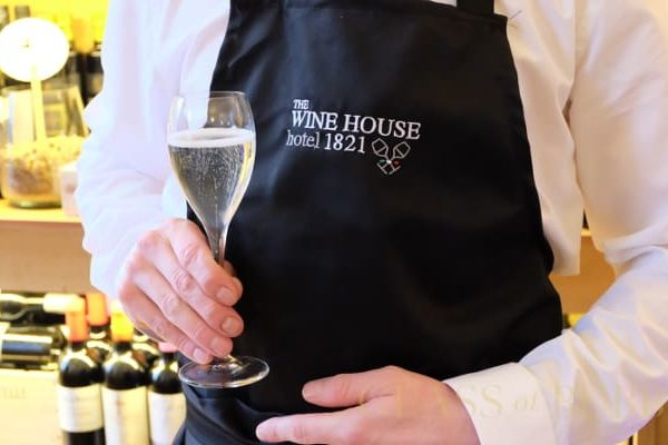 zonin-wine-waiter-pic